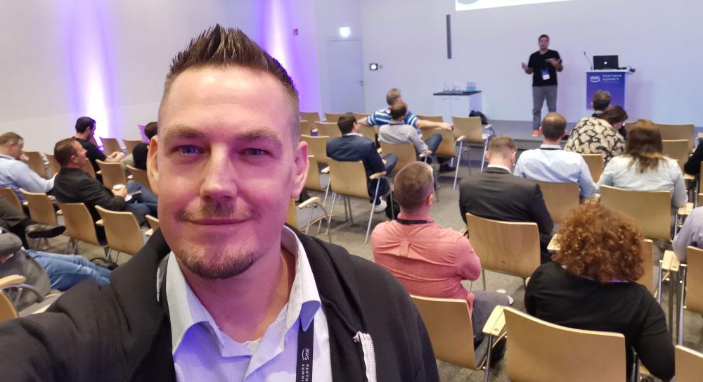 AWS Vortrag - Künstliche Intelligenz - Maschinenlernen - ML - AI - Amazon Web Services - AWS Summit Frankfurt 2019 - AWS Experte - AWS Fachmann - AWS zertifiziert