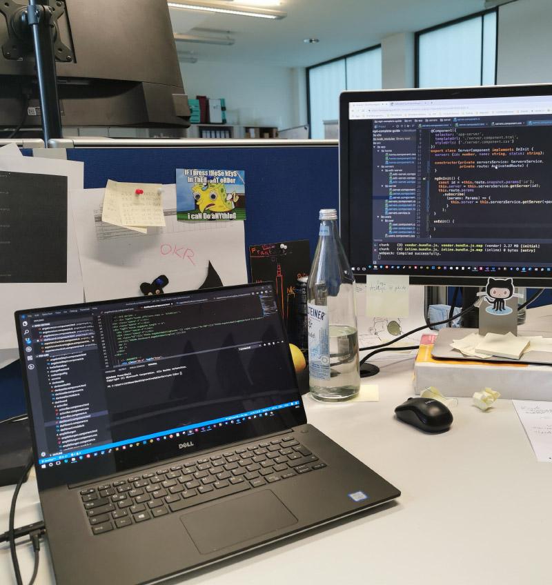 IT Projektmanager Frankfurt - Computer und Screens