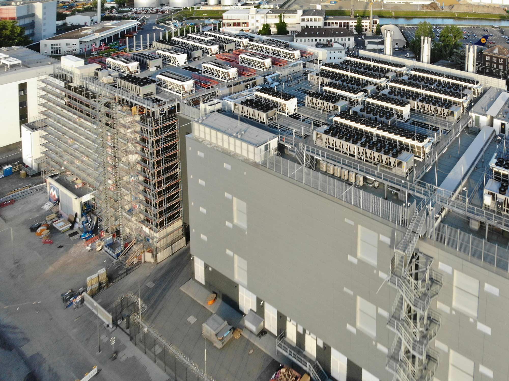 DE CIX Frankfurt - Interxion Rechenzentrum - Digital Realty Company - Luftbild von Rechenzentren in Frankfurt am Main